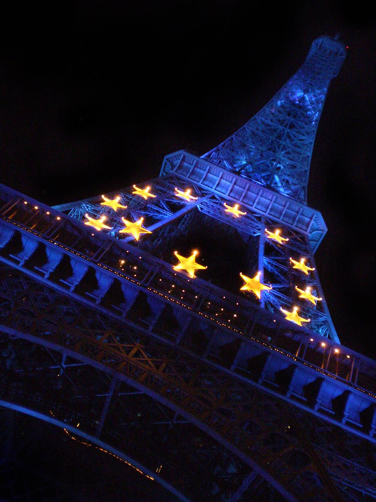 Eiffel Tower turns blue 2008 | The Invisible Tourist