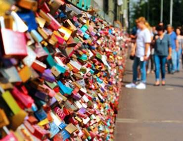 Why I'll Never Leave Love Locks in Paris (Or, Anywhere) • The Invisible Tourist