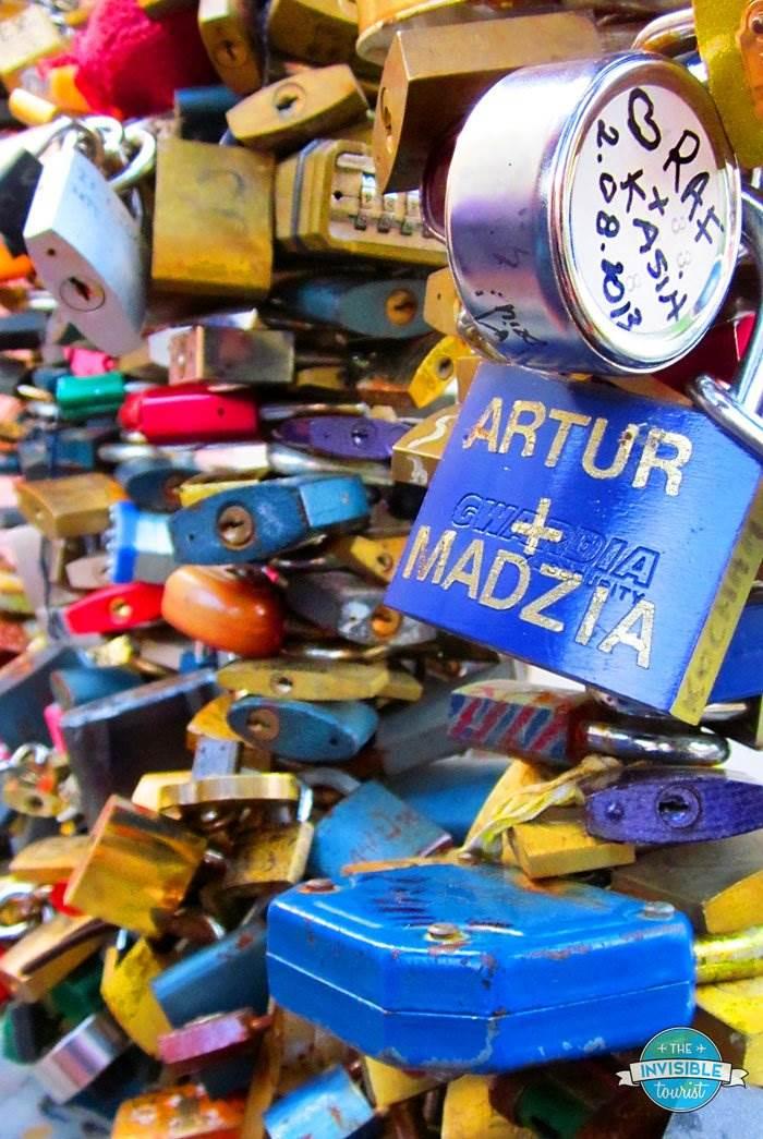 Pourquoi je ne quitterai jamais les écluses d'amour à Paris (ou n'importe où) • Le touriste invisible