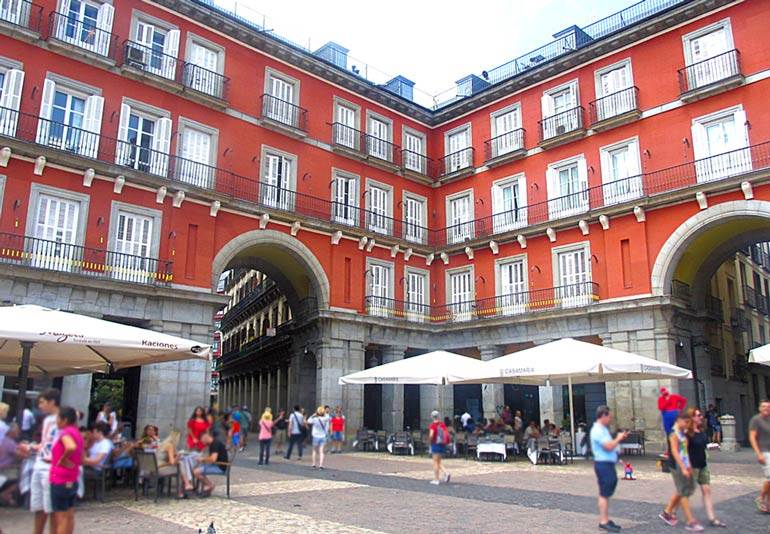 How to not look like a tourist in madrid spain the invisible tourist - The body shop madrid ...