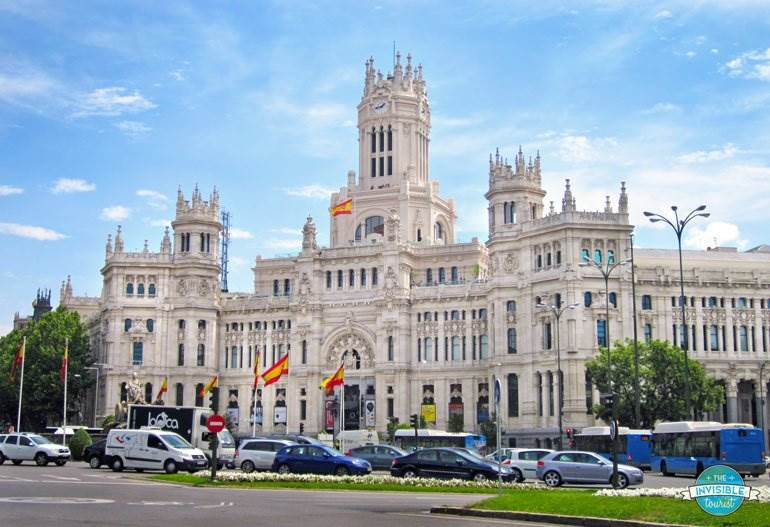 How to not look like a tourist in madrid spain the for Real casa de correos madrid
