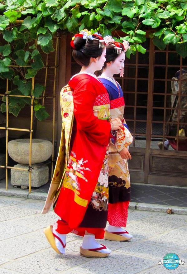 Geisha & Maiko in Gion, Kyoto | The Invisible Tourist #geisha #maiko #kyoto #japan