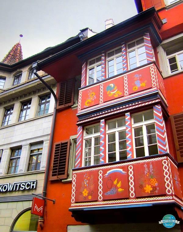 Vibrant facade in Zurich