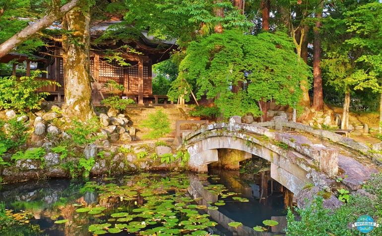 Add the Higashiyama Walking Course to your Takayama itinerary